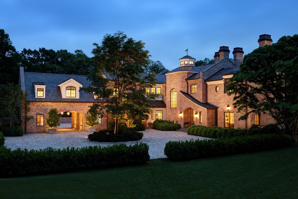 Pictures of Tom Brady's home for sale. Didn't he just sign a contract?